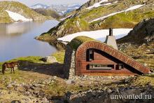 Дом президента норвегии в горах. Крошечная хижина в горах норвегии. Руины церкви, Nes