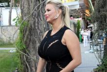 Какой размер бюста у певицы Анны Семенович? Вы верите, что грудь настоящая